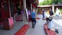 泉州市开元寺游客进寺庙烧香拜佛
